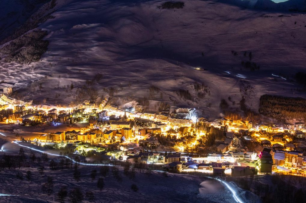 199-les-2-alpes-automne-hiver-nuit-paysage-1-1920x960
