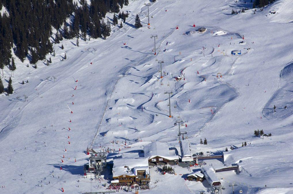 Snowpark et boardercross de Courchevel 1850 sous le télécabine des Verdons